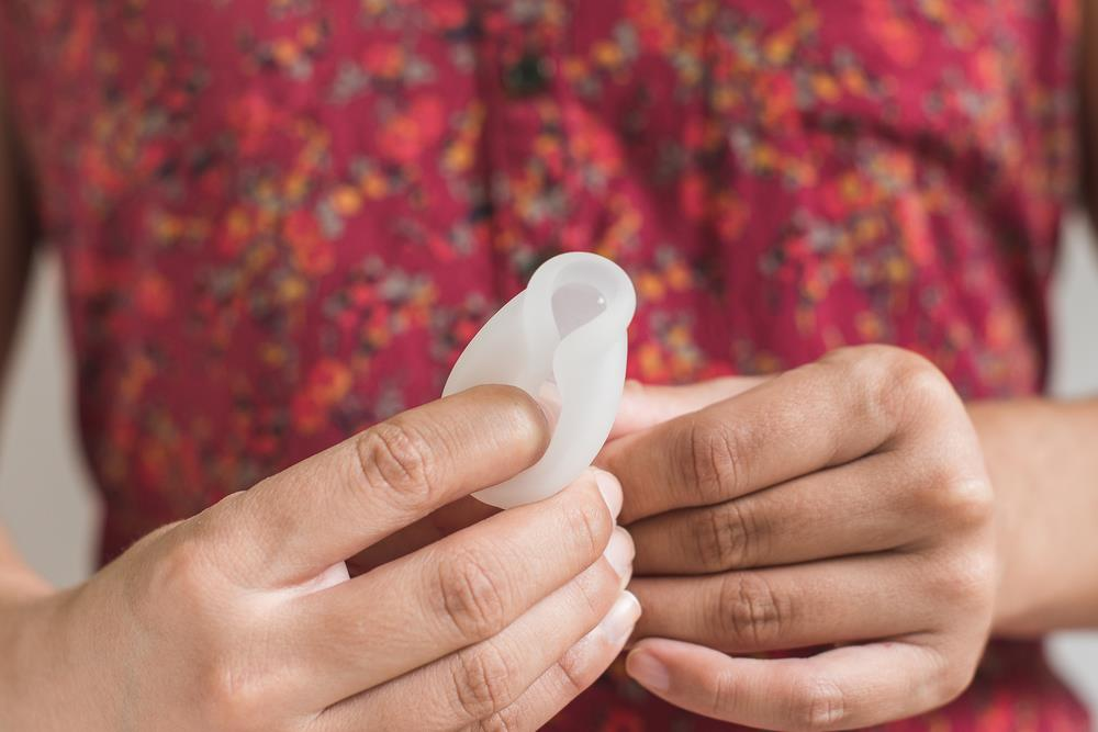 how to use a menstrual cup 4